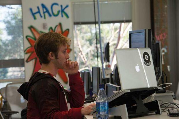 hacker-using-two-screens