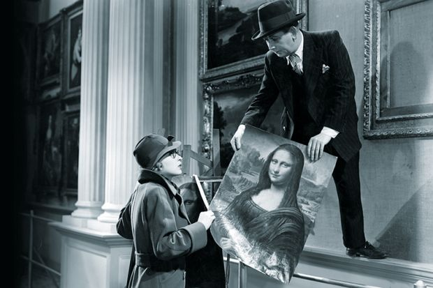 1940s-style woman and man holding the Mona Lisa