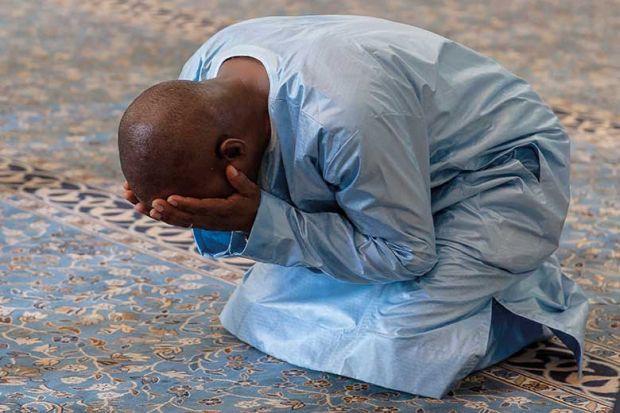 praying-muslim