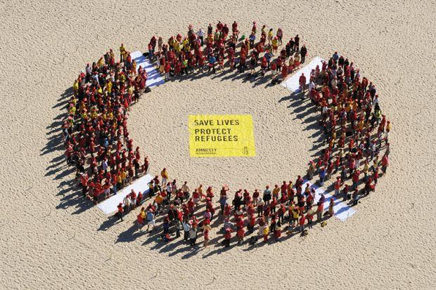 Protesters form giant circle on Bondi Beach, Australia