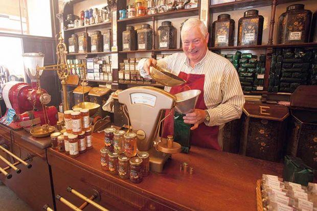 shopkeeper-measuring