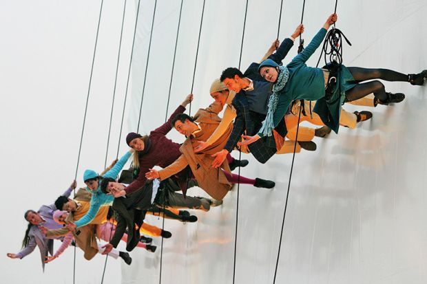 Synchronised abseiling