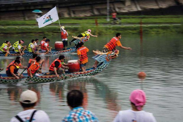 Dragon boat race in Taipei, Taiwan