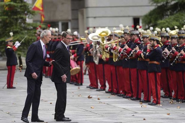 Spanish Defence Minister Pedro Morenes (L) speaks with US Secretary of Defense Ashton Carter as they review the troops in Madrid on October 5, 2015