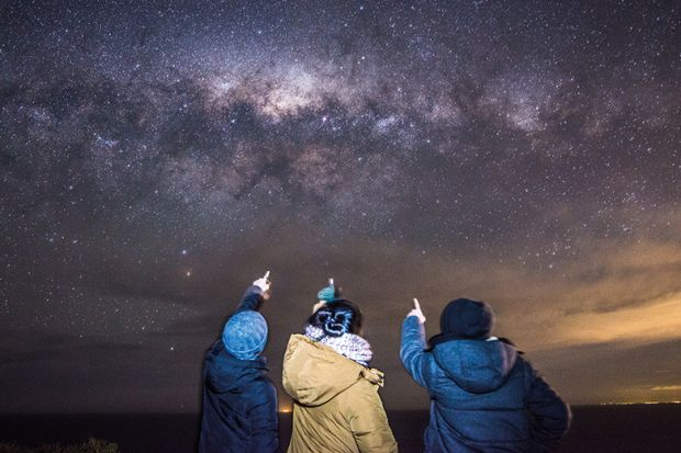 3 people looking at the Milky Way