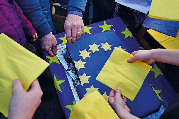 A man cuts a piece of an EU cake