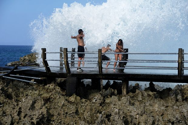 People splashed with big wave