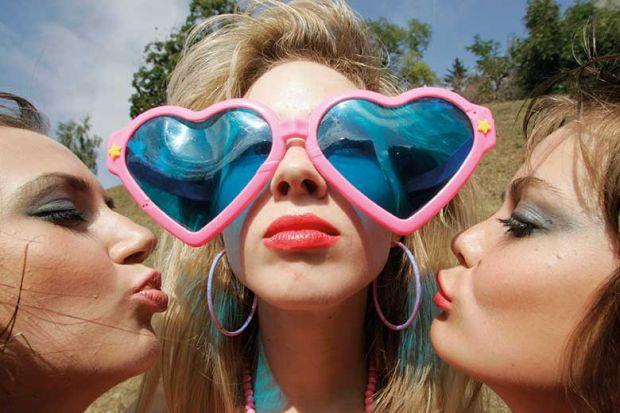 women-heart-sunglasses-kisses